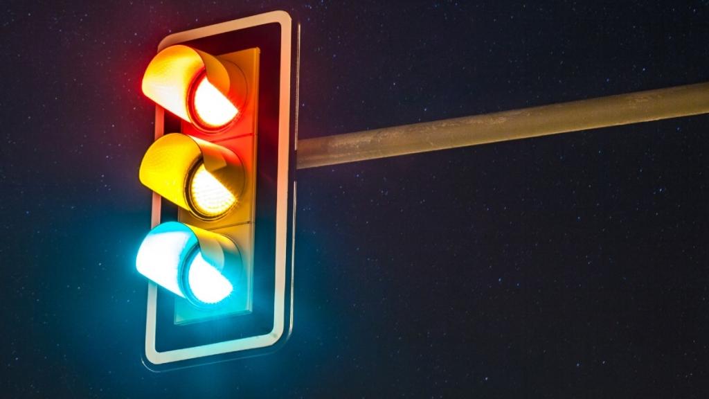 Trafik Işıkları Neden Kırmızı, Sarı ve Yeşildir?