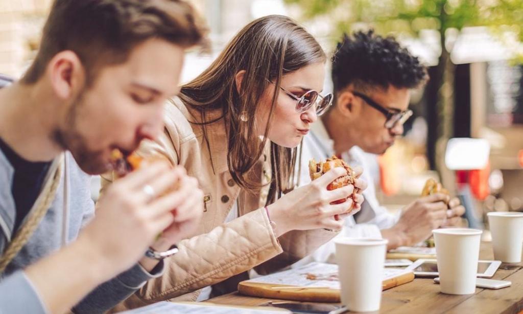 Hızlı Yemek Yemek Neden Kilo Aldırıyor?